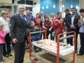 Le président Gérard ROTH pose devant le gâteau