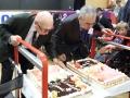 Le président Jean DEBIAIS et le président Gérard ROTH soufflent les bougies du gateau